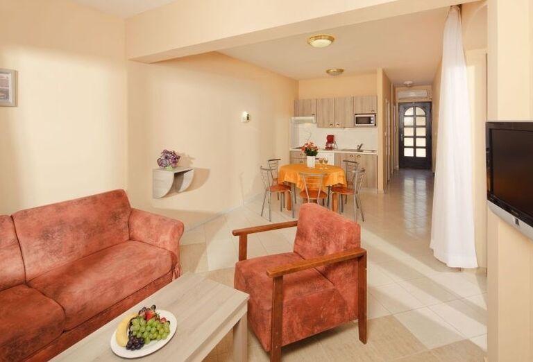 Obývací a kuchynský kút v apartmánoch Sol Amfora