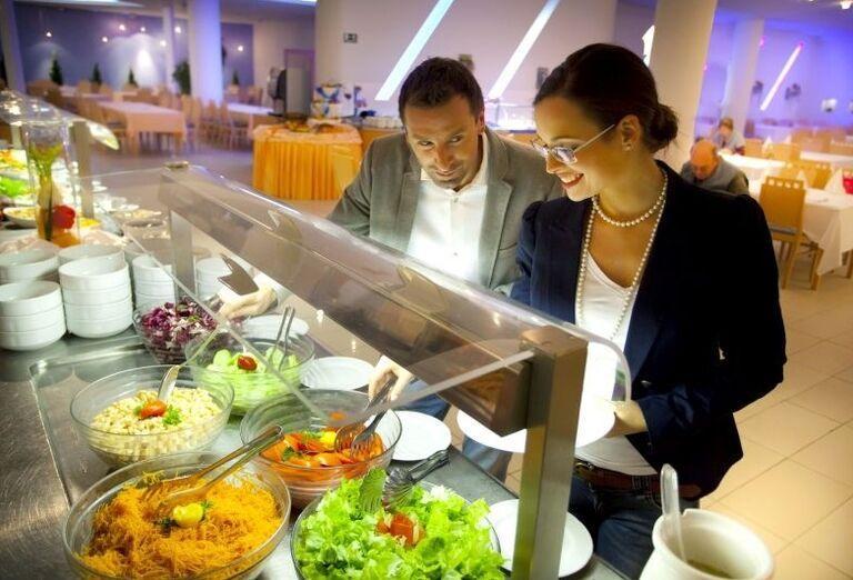 Švédske stoly v hoteli Aminess Maestral