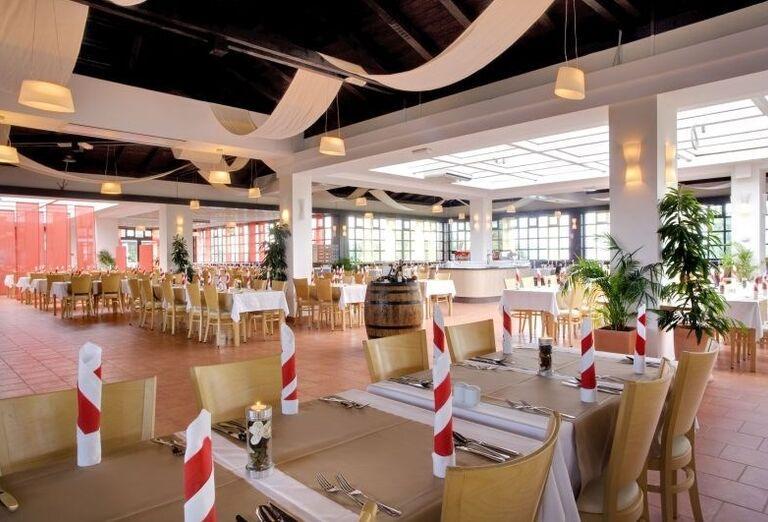 Posedenie v reštaurácii v hoteli Valamar Club Tamaris
