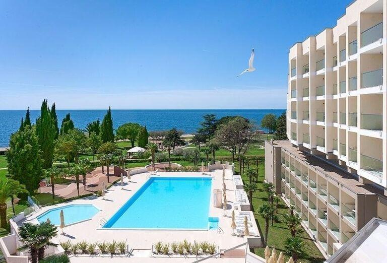 Bazén a hotel Laguna Materada