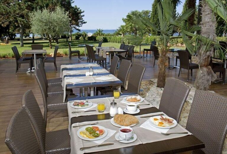 Raňajky v hoteli Laguna Materada