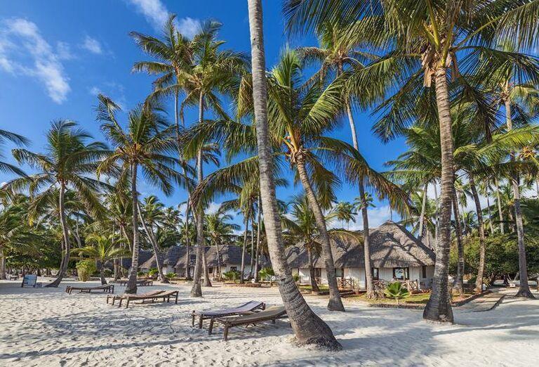 Pláž Hotel Diamonds Mapenzi Beach ****