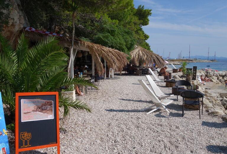 Pláž pod vilou Visković