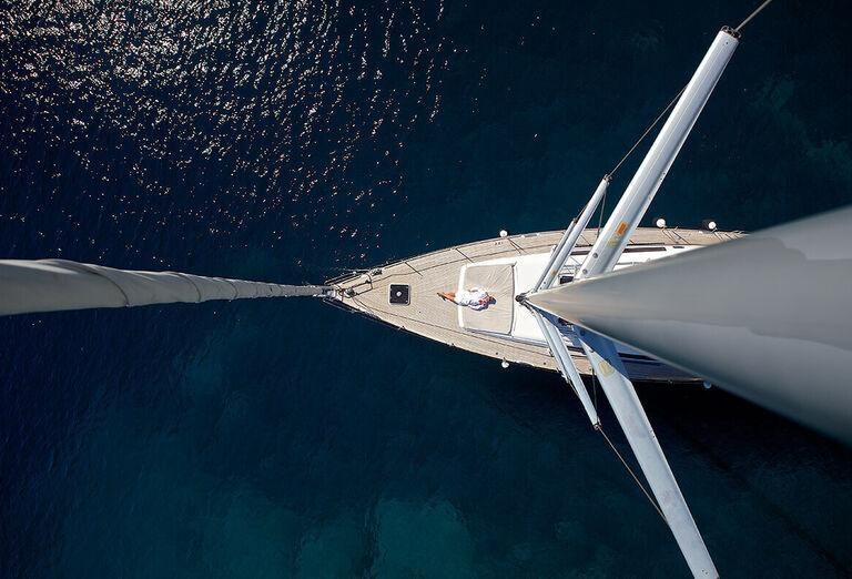 Pohľad na plachetnicu z vtáčej prespektívy