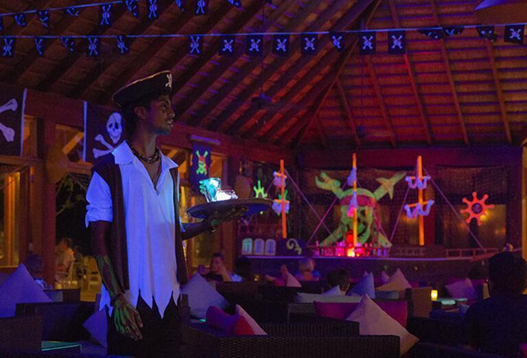 Ostatné Hotel Vilamendhoo Island Resort & Spa ****+