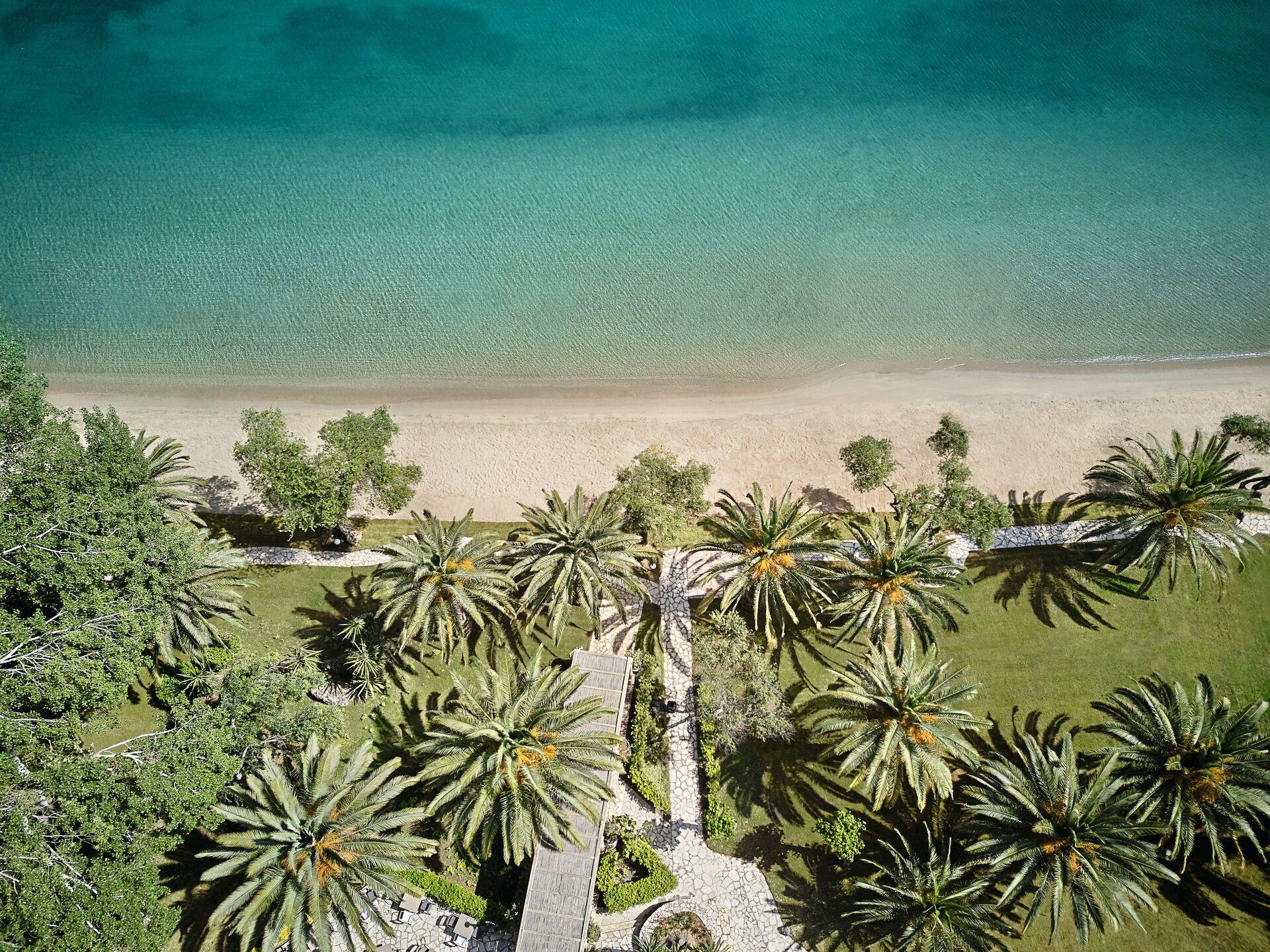 https://cms.satur.sk/data/imgs/tour_image/orig/01-cobblestone-path-leading-to-the-lux-me-daphnila-bay-beach_72dpi-1924845.jpg