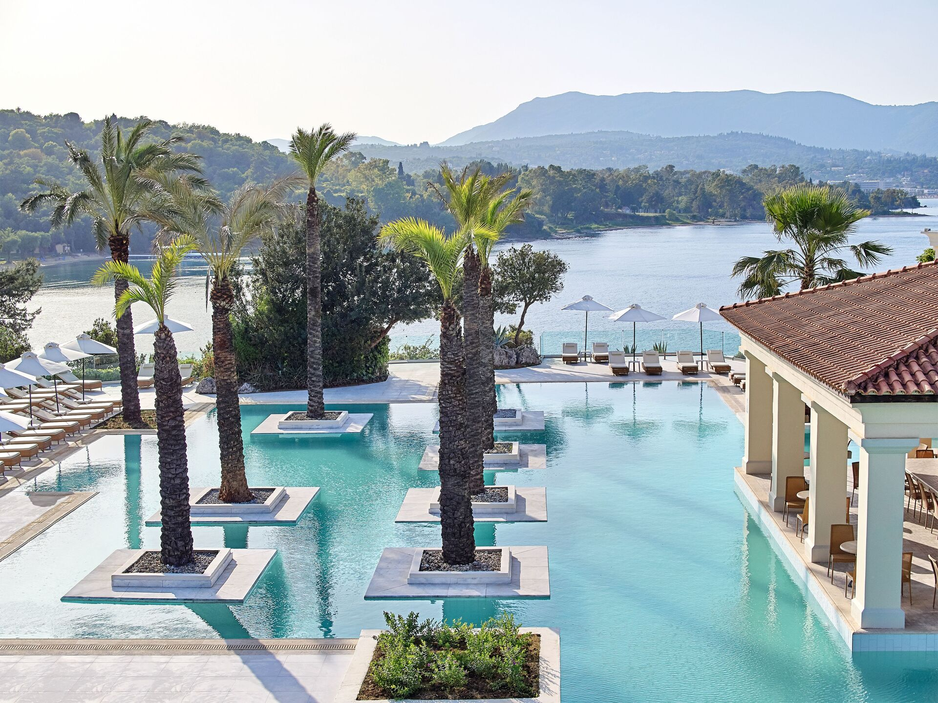 https://cms.satur.sk/data/imgs/tour_image/orig/03-impressive-pool-complex-dotted-with-palm-trees_72dpi-1946645.jpg