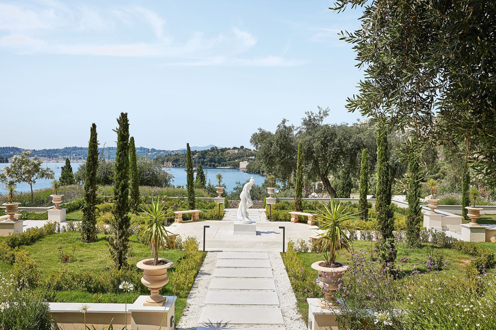 https://cms.satur.sk/data/imgs/tour_image/orig/05-corfu-imperial-richness-of-velvet-green-trees-that-plunge-into-the-bluest-of-waters_72dpi-1-1943070.jpg