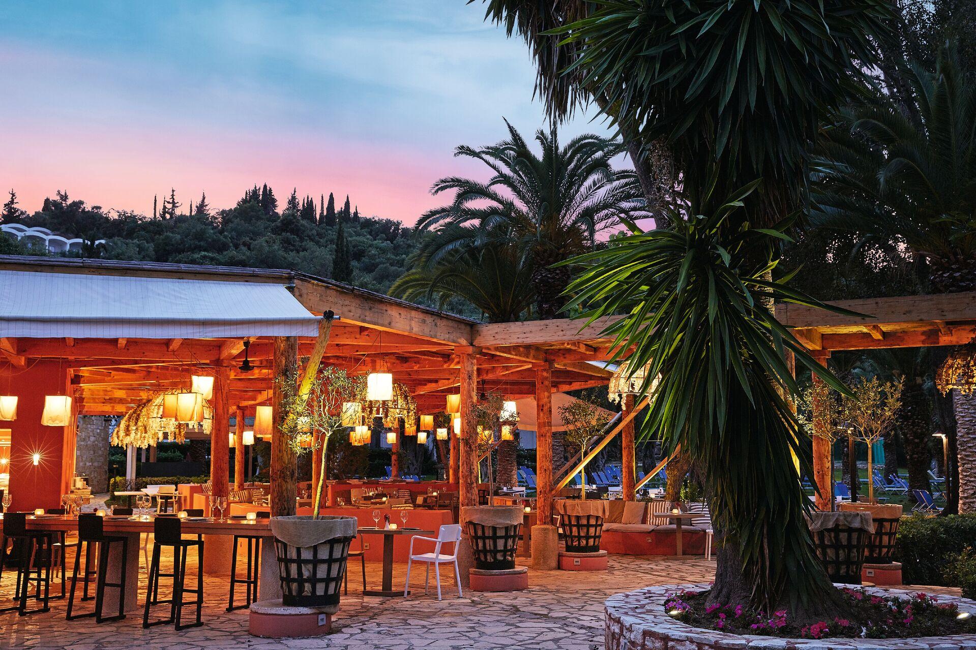 https://cms.satur.sk/data/imgs/tour_image/orig/07-giardini-di-olivo-restaurant-at-sunset_72dpi-1924849.jpg