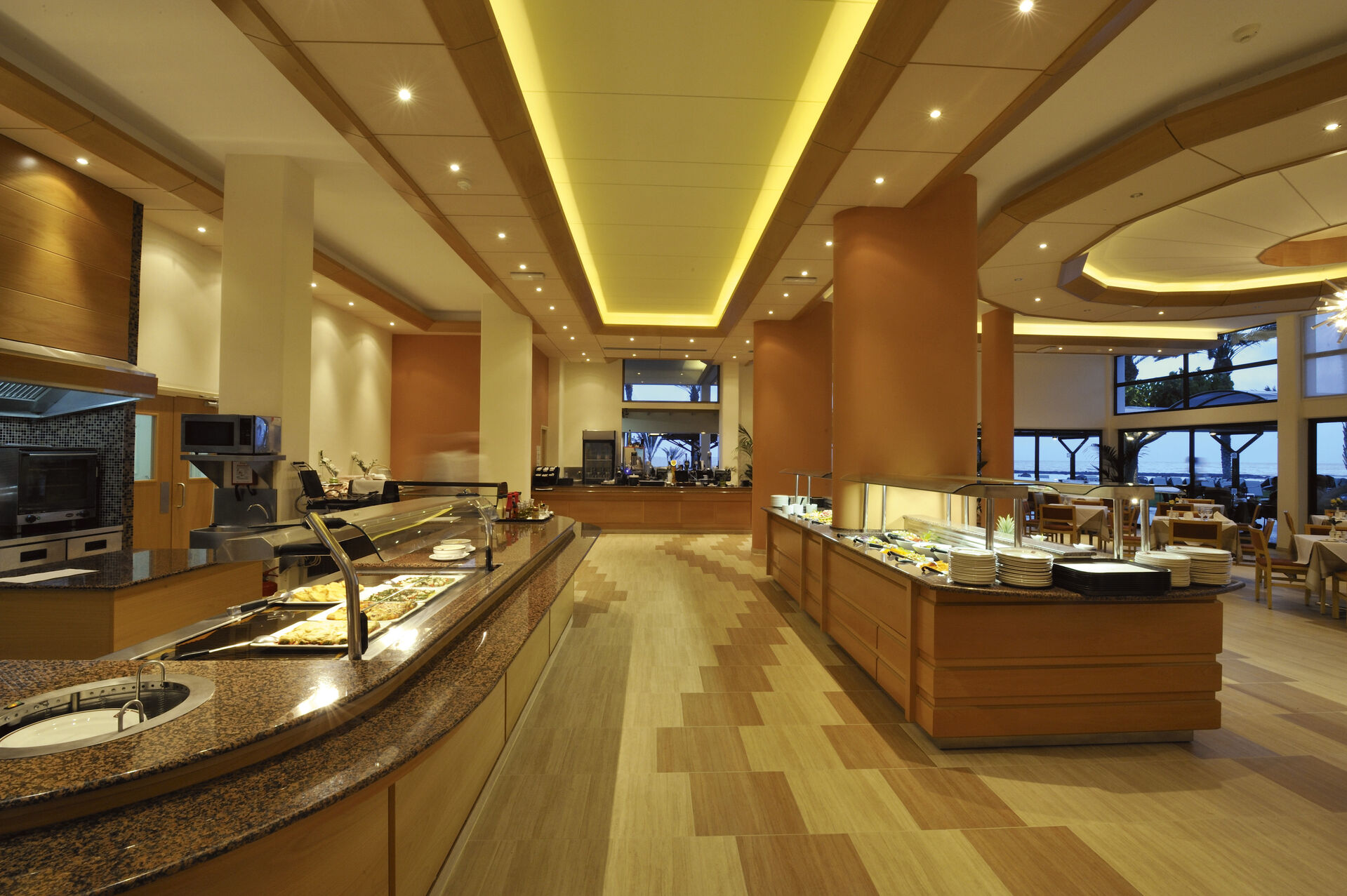 https://cms.satur.sk/data/imgs/tour_image/orig/09-pioneer-beach-hotel-regina-restaurant-1972636.jpg