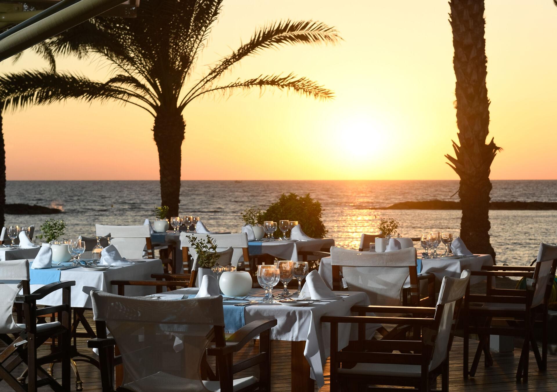 https://cms.satur.sk/data/imgs/tour_image/orig/13-pioneer-beach-hotel-thalassa-mediterranean-restaurant-2-1972638.jpg