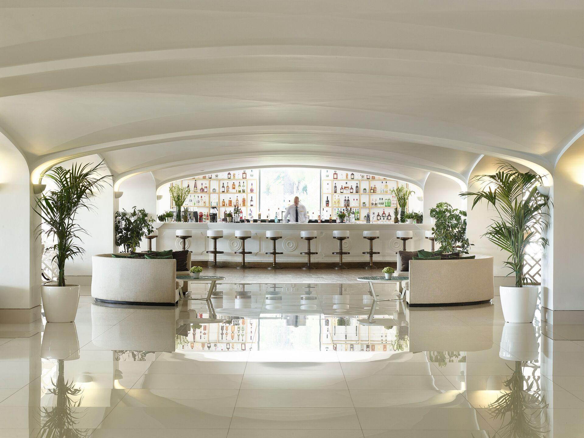 https://cms.satur.sk/data/imgs/tour_image/orig/15-kiparrisi-terrasse-bar-and-salon_72dpi-1924854.jpg