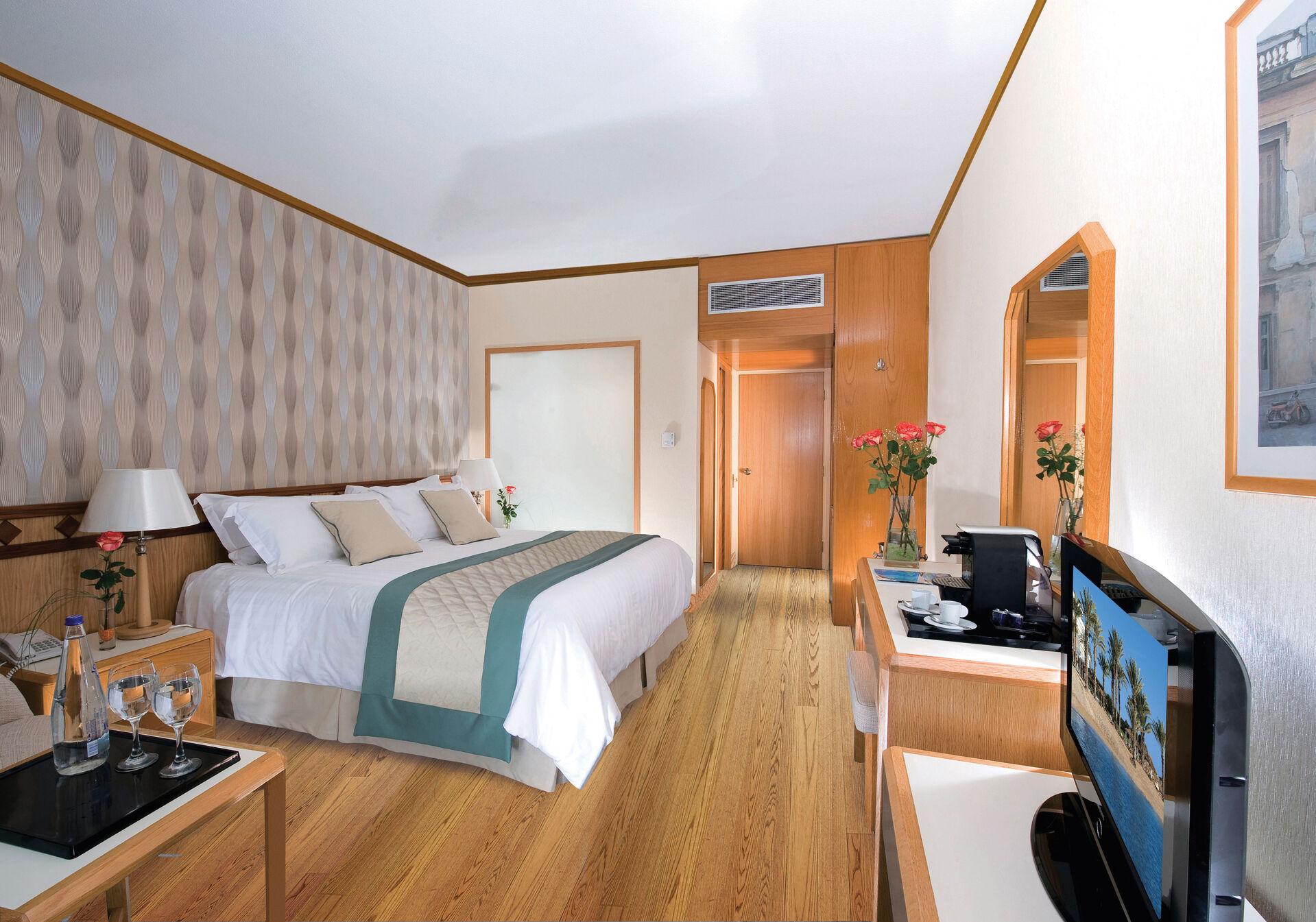 https://cms.satur.sk/data/imgs/tour_image/orig/17-pioneer-beach-hotel-standard-room-lv-1972639.jpg