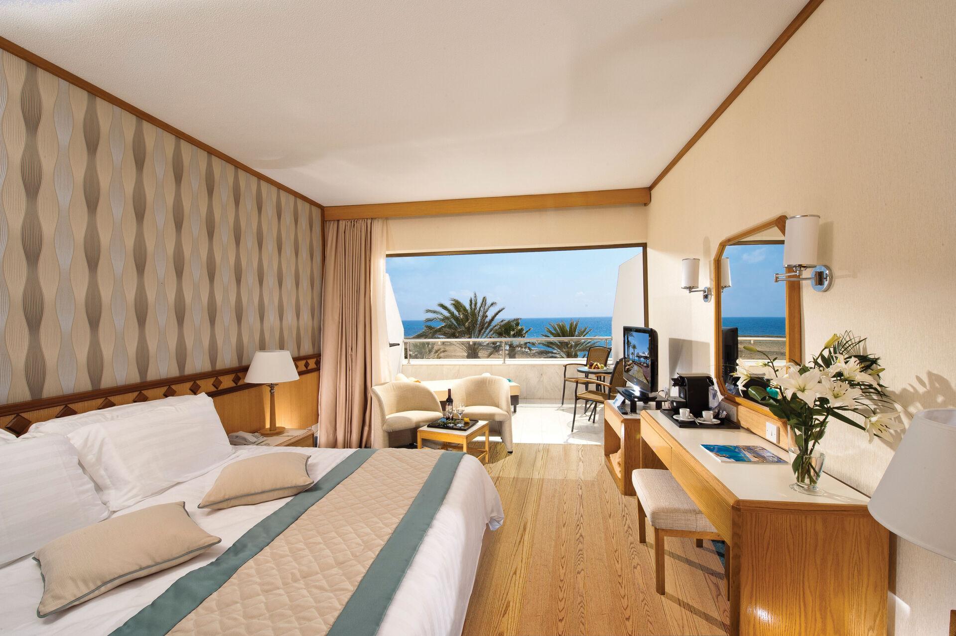 https://cms.satur.sk/data/imgs/tour_image/orig/23-pioneer-beach-hotel-superior-deluxe-room-sv-1972644.jpg
