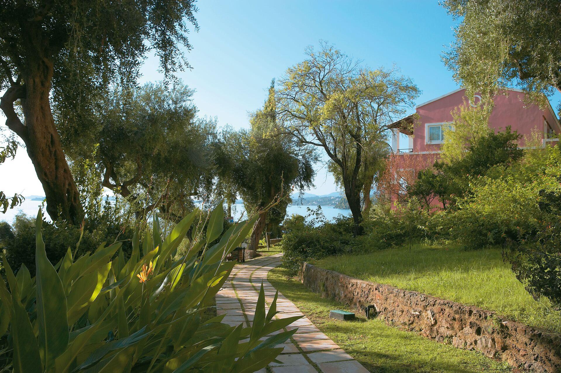 https://cms.satur.sk/data/imgs/tour_image/orig/26-luxury-accommodation-among-lush-corfiot-gardens_72dpi-1946659.jpg
