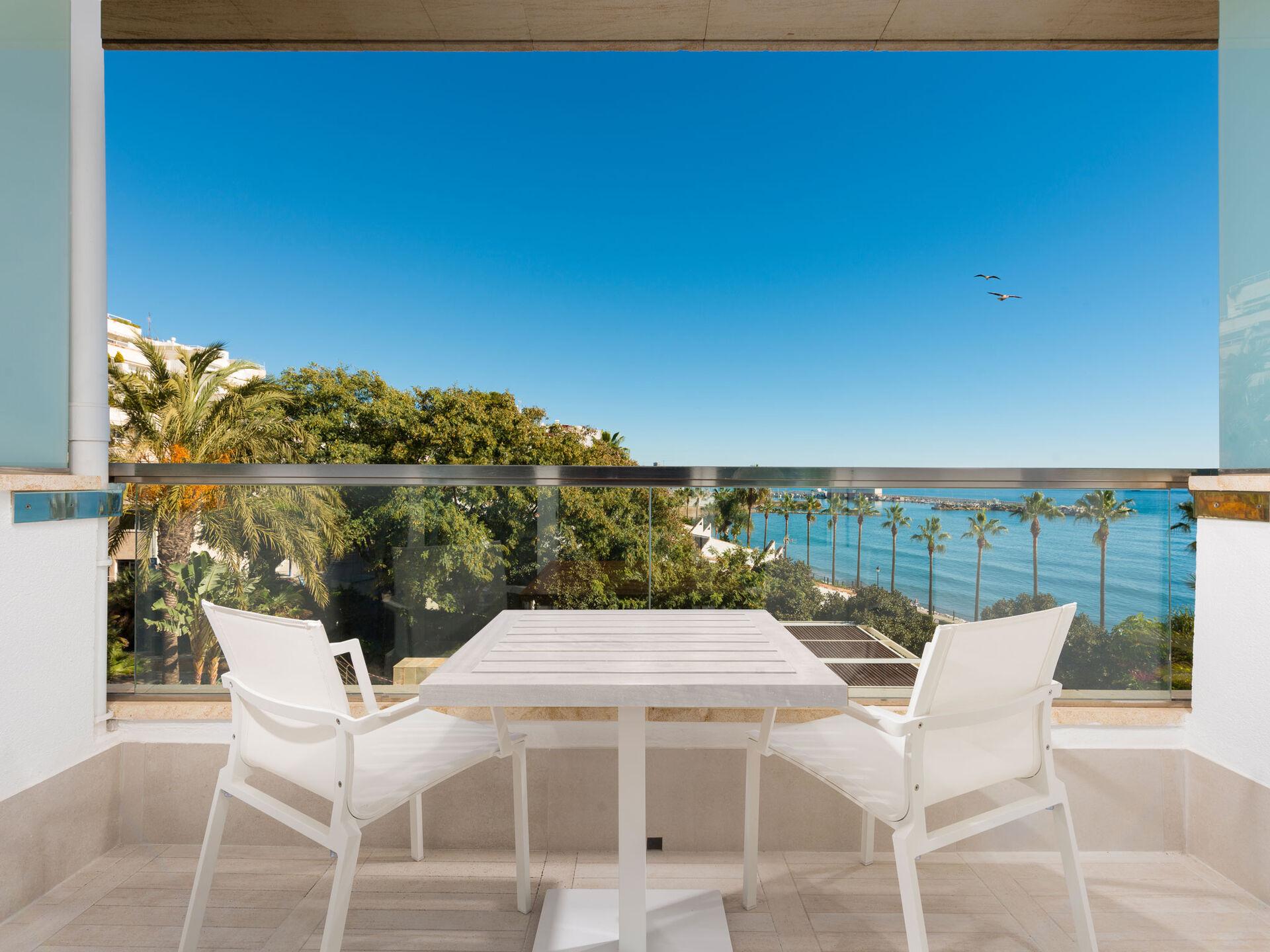 https://cms.satur.sk/data/imgs/tour_image/orig/amare-marbella-habitaciones-keep-the-secret-hab-terraza-1972147.jpg