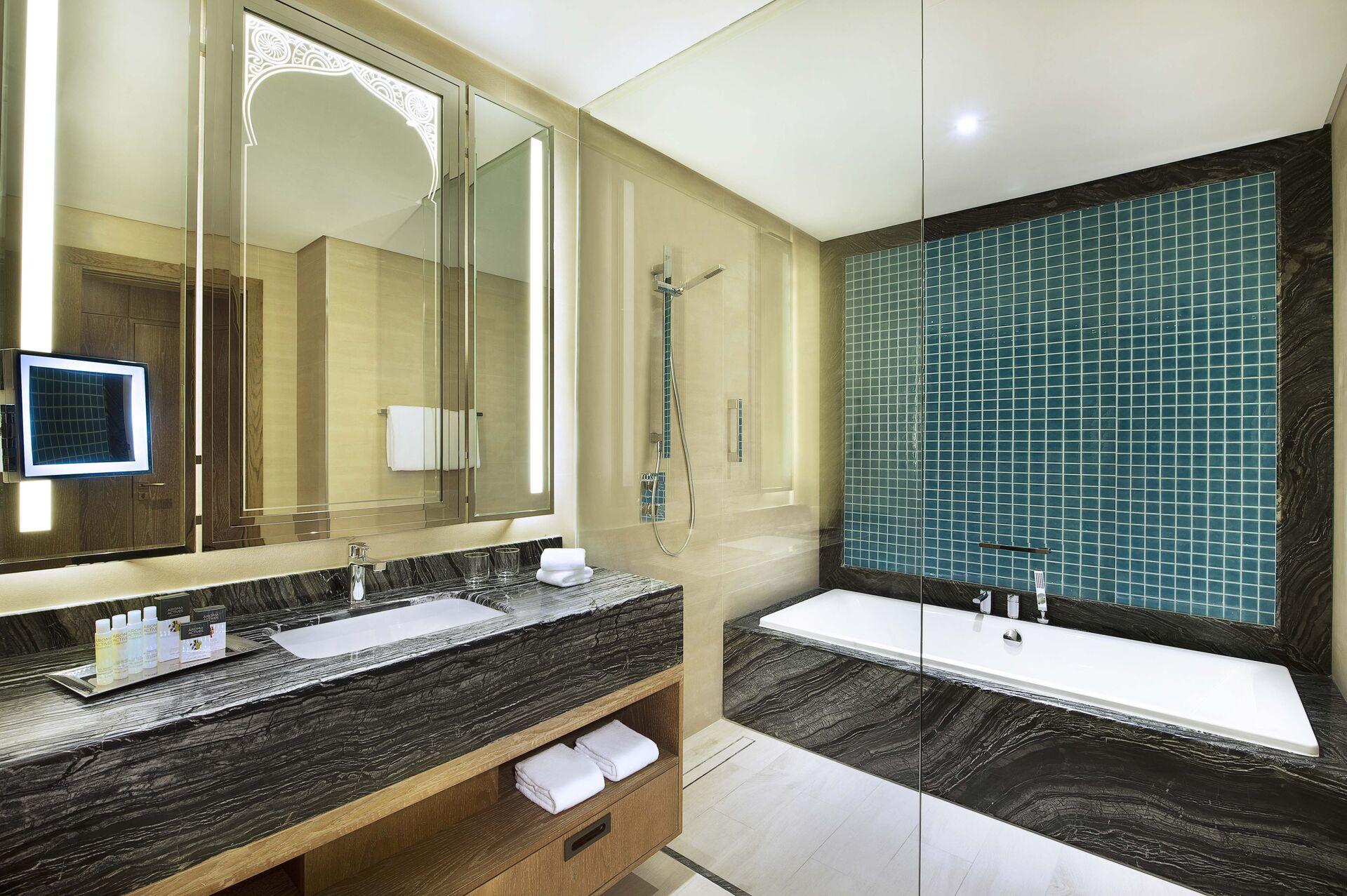 https://cms.satur.sk/data/imgs/tour_image/orig/bay-club-bathroom-1962585.jpg