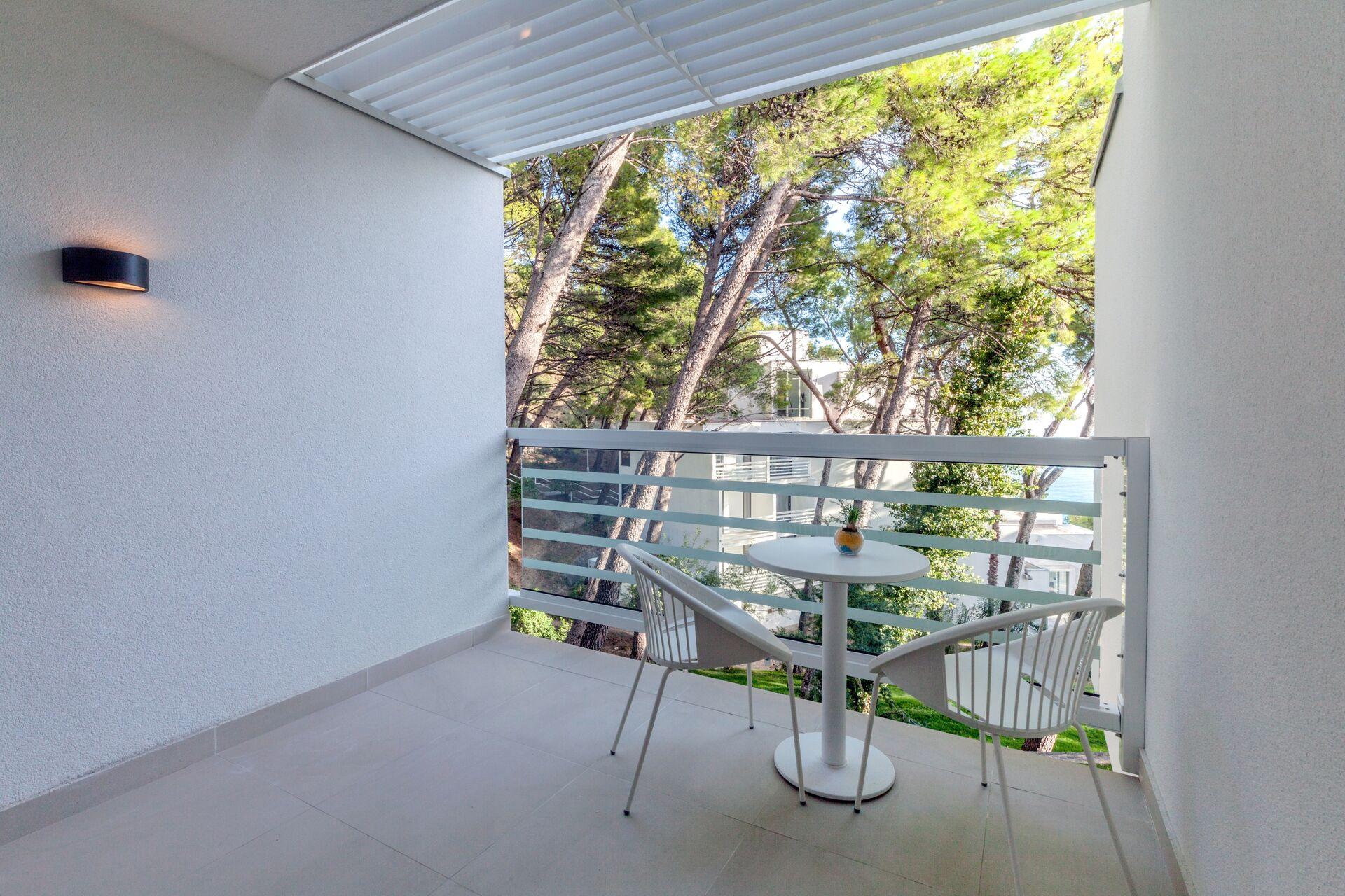 https://cms.satur.sk/data/imgs/tour_image/orig/bluesun_berulia-superior_double_room-balcony-1956630.jpg