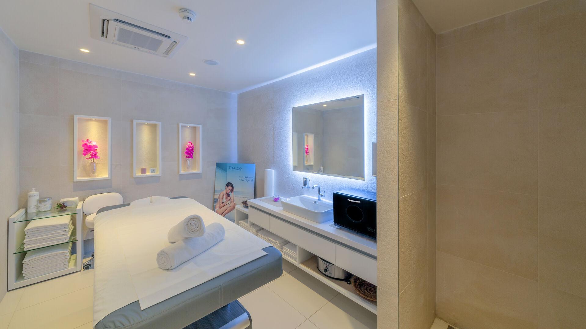 https://cms.satur.sk/data/imgs/tour_image/orig/bluesun_berulia_wellness-spa-treatment-room-1-1956658.jpg