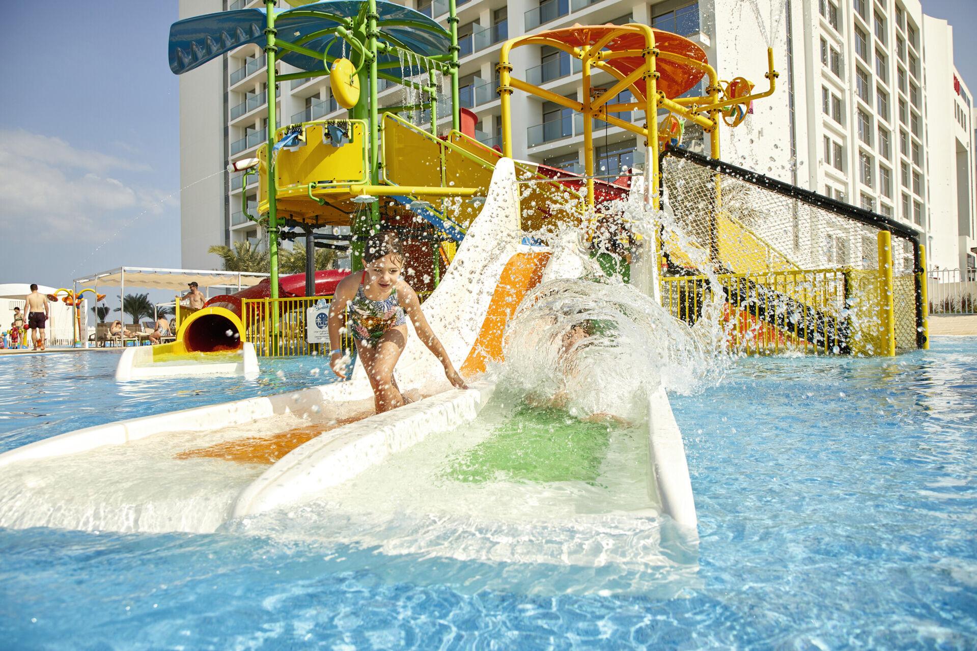 https://cms.satur.sk/data/imgs/tour_image/orig/dub_20_032-childrens-pool-with-slides-1939863.jpg