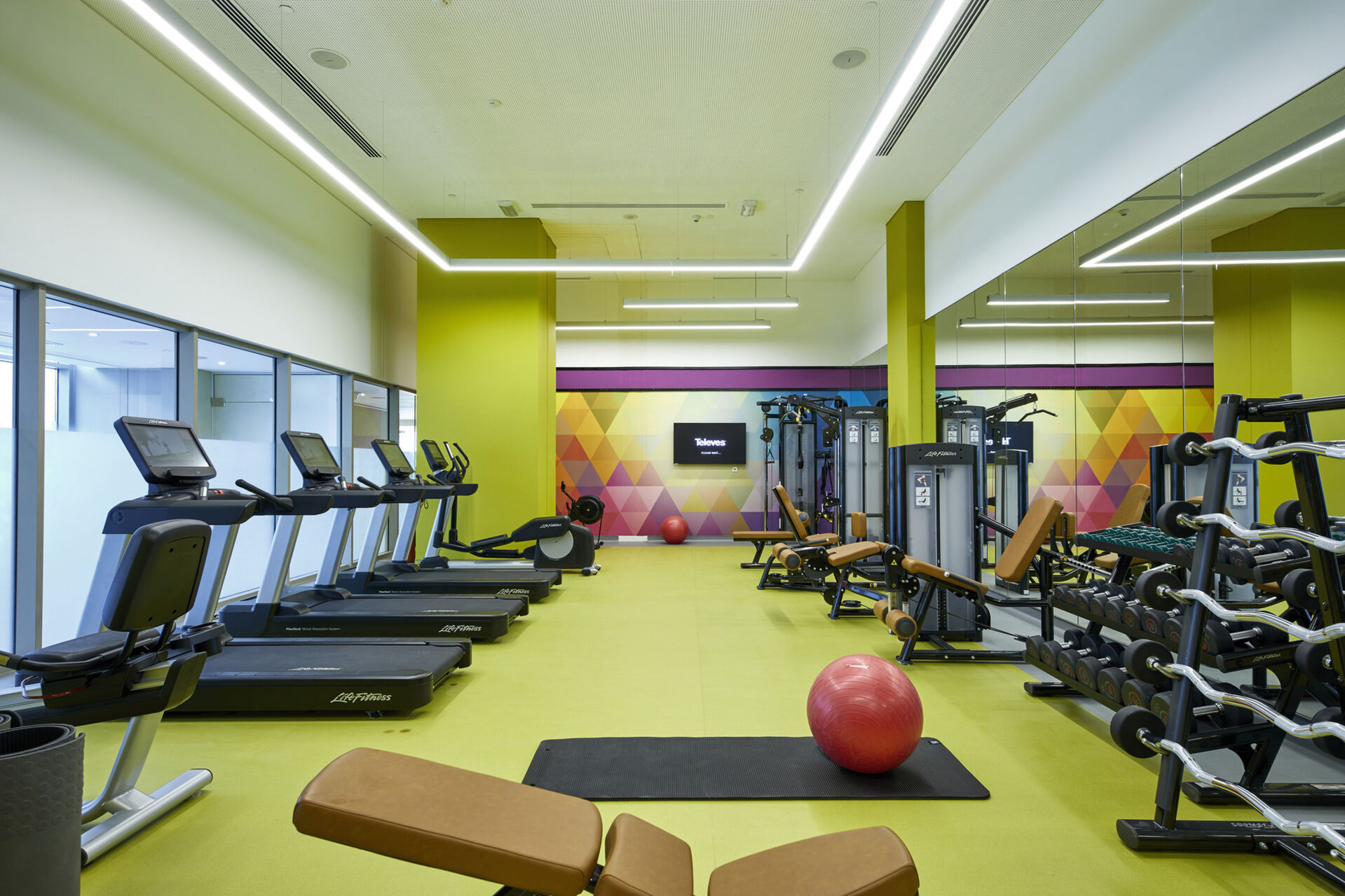 https://cms.satur.sk/data/imgs/tour_image/orig/dub_20_093-gym-1939873.jpg