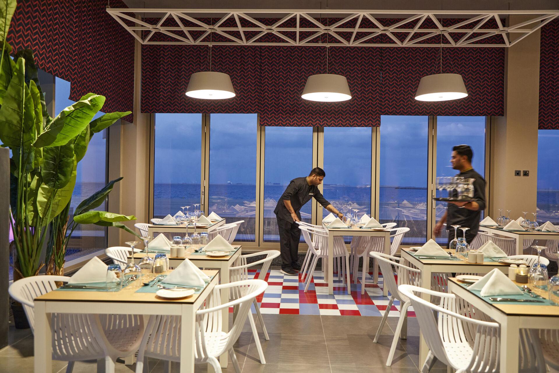 https://cms.satur.sk/data/imgs/tour_image/orig/dub_20_142-italian-restaurant-1939888.jpg