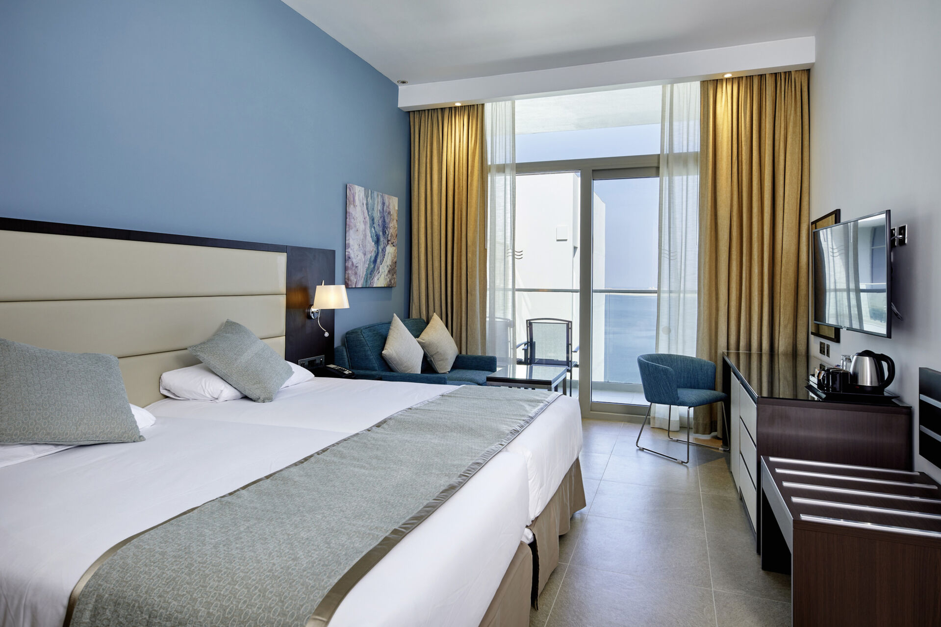 https://cms.satur.sk/data/imgs/tour_image/orig/dub_20_160-double-room-lateral-sea-view-1939896.jpg