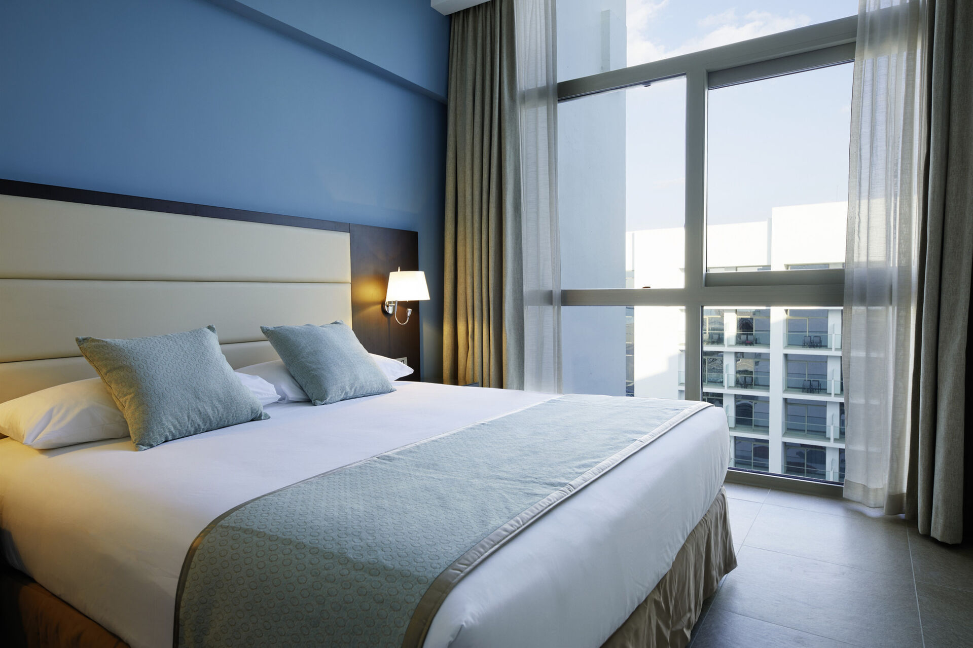 https://cms.satur.sk/data/imgs/tour_image/orig/dub_20_167-junior-suite-lateral-sea-view_second-bedroom-1939900.jpg