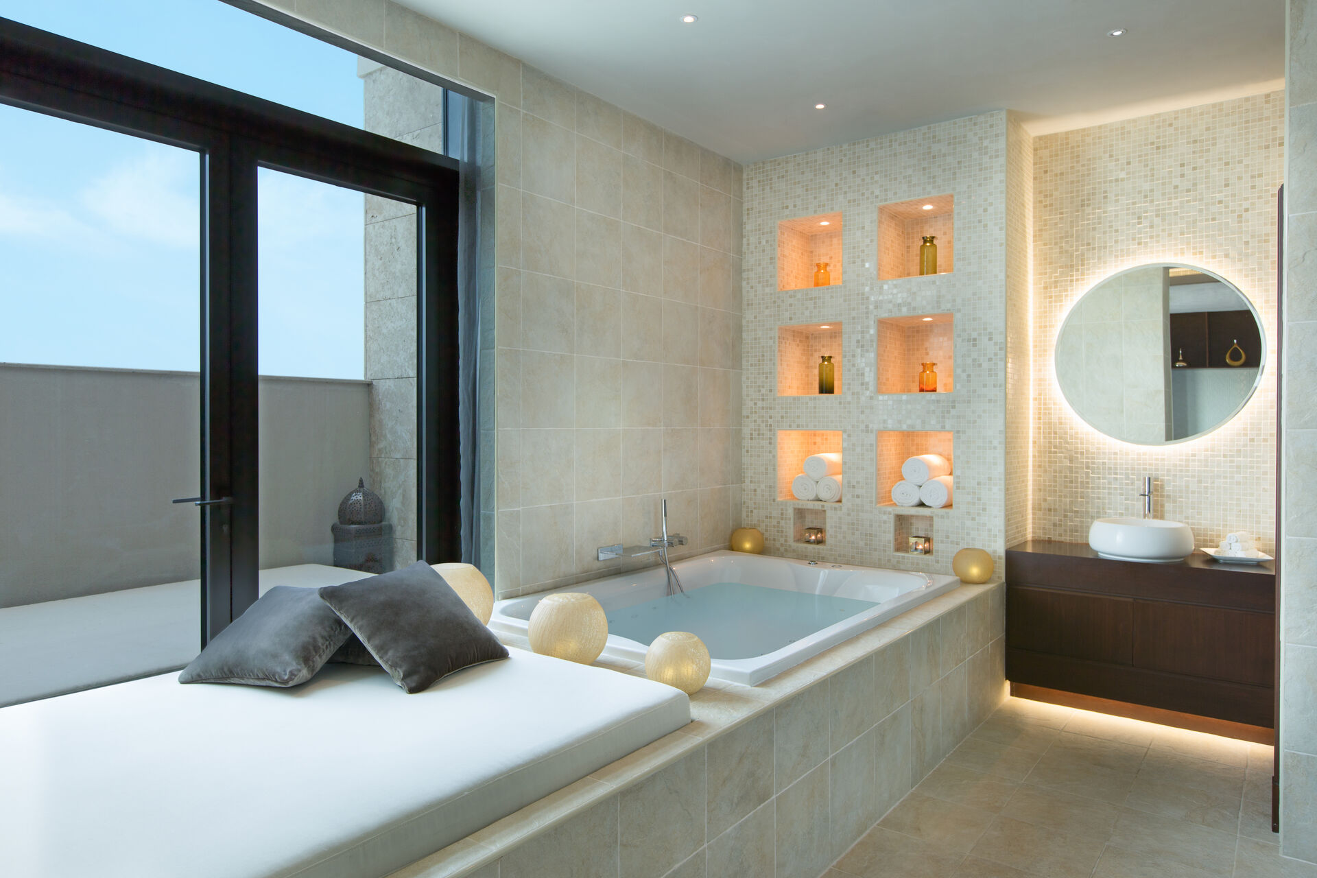 https://cms.satur.sk/data/imgs/tour_image/orig/goco-spa-ajman-treatment-room-bath-2-1960356.jpg