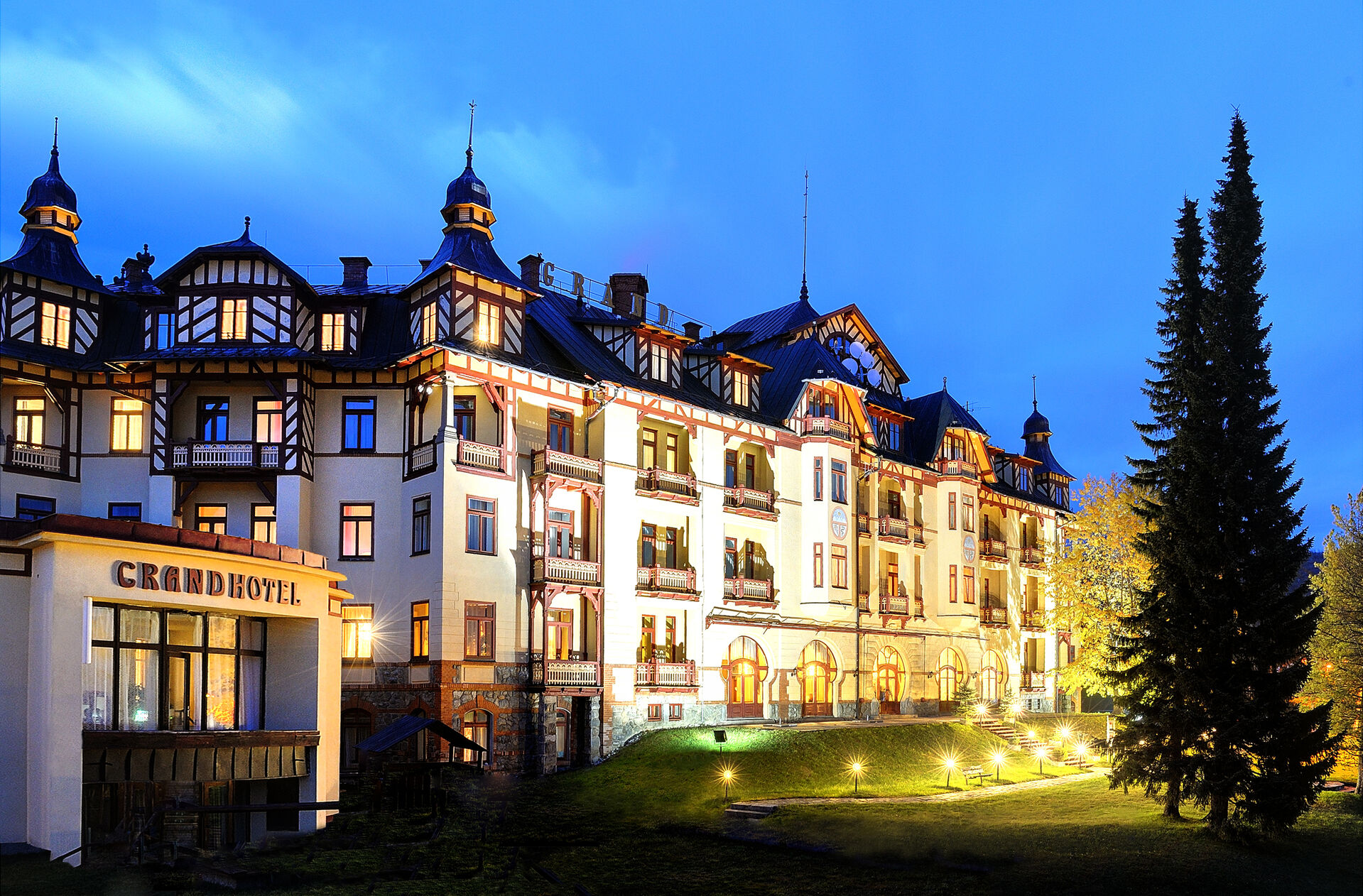 https://cms.satur.sk/data/imgs/tour_image/orig/grand-hotel_35690183865_o-1967134.jpg