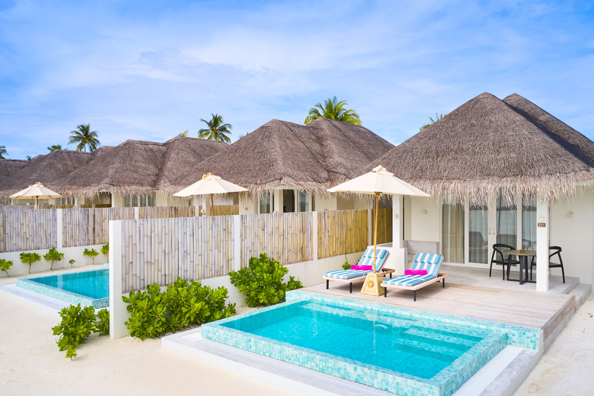 https://cms.satur.sk/data/imgs/tour_image/orig/iruveli_beach_suite_with_pool_0195-1939700.jpg