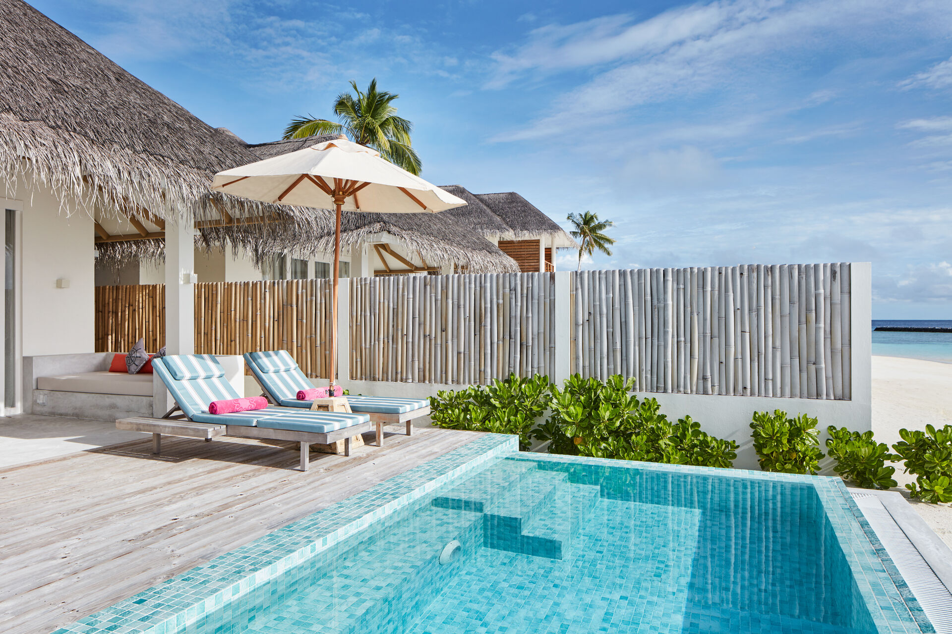 https://cms.satur.sk/data/imgs/tour_image/orig/iruveli_beach_suite_with_pool_1-1939697.jpg