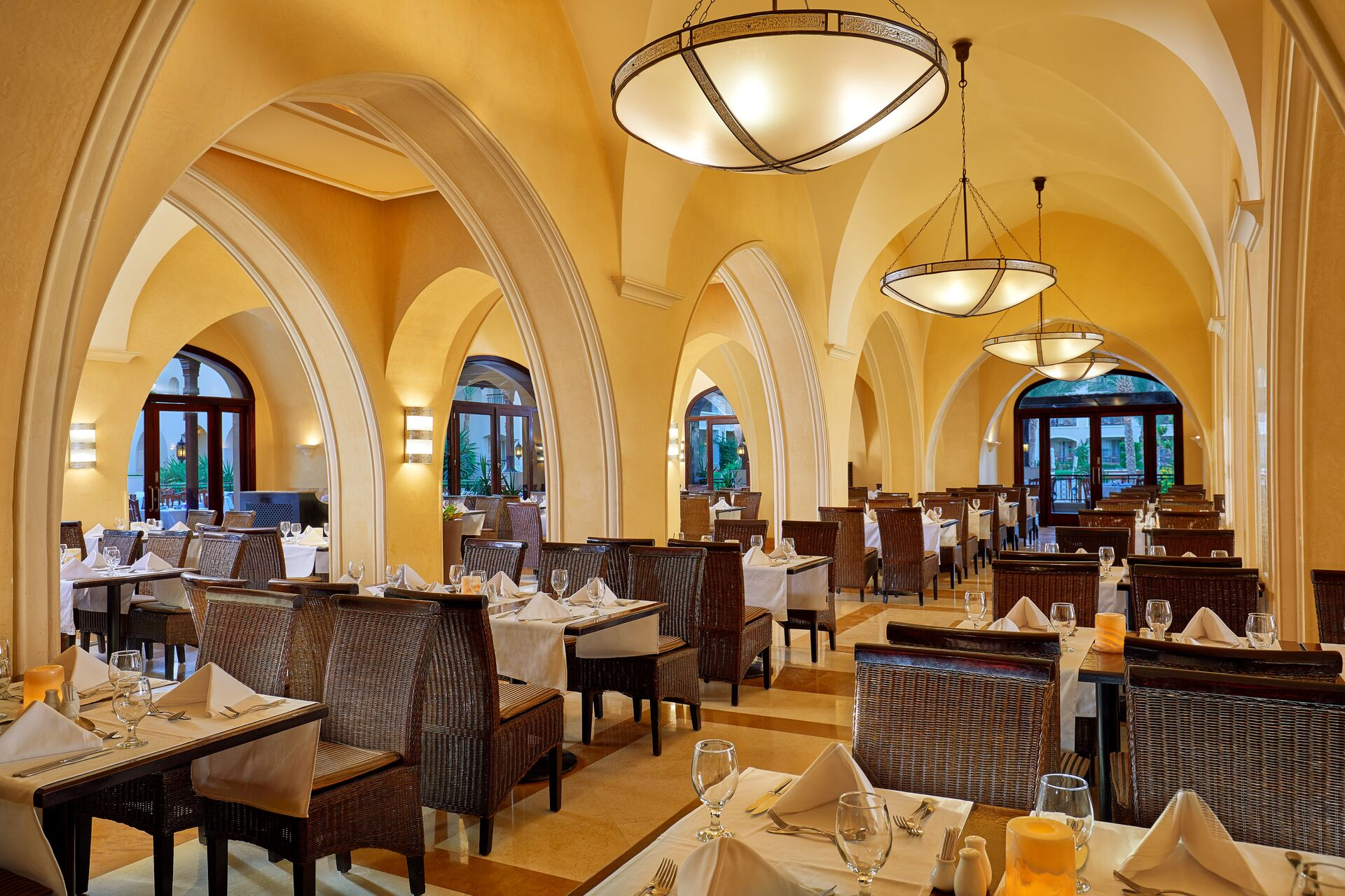 https://cms.satur.sk/data/imgs/tour_image/orig/main-restaurant-020118-1947538.jpg