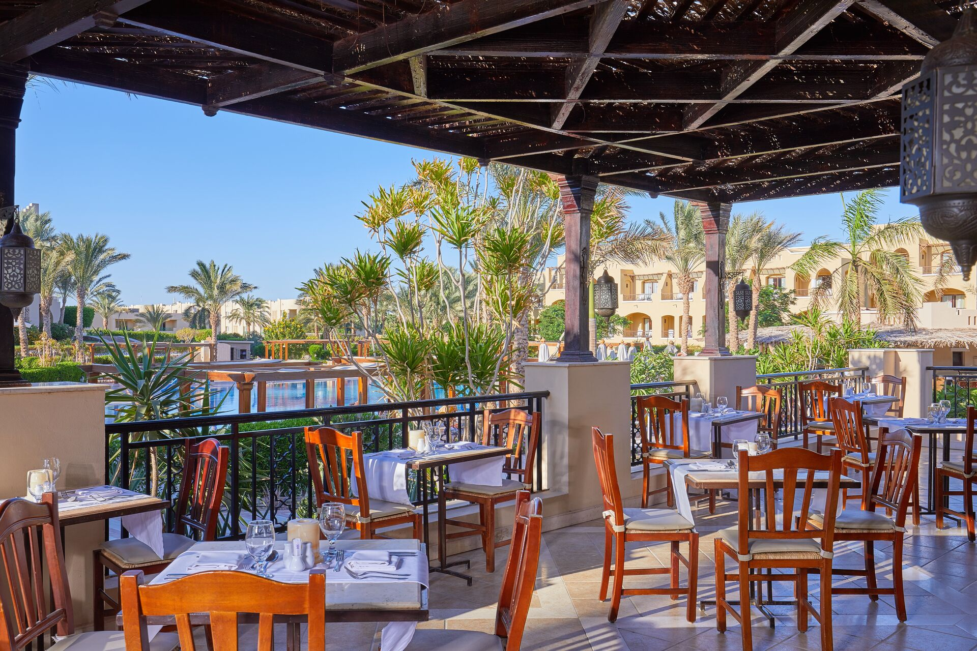 https://cms.satur.sk/data/imgs/tour_image/orig/main-restaurant-terrace-020118-1947539.jpg