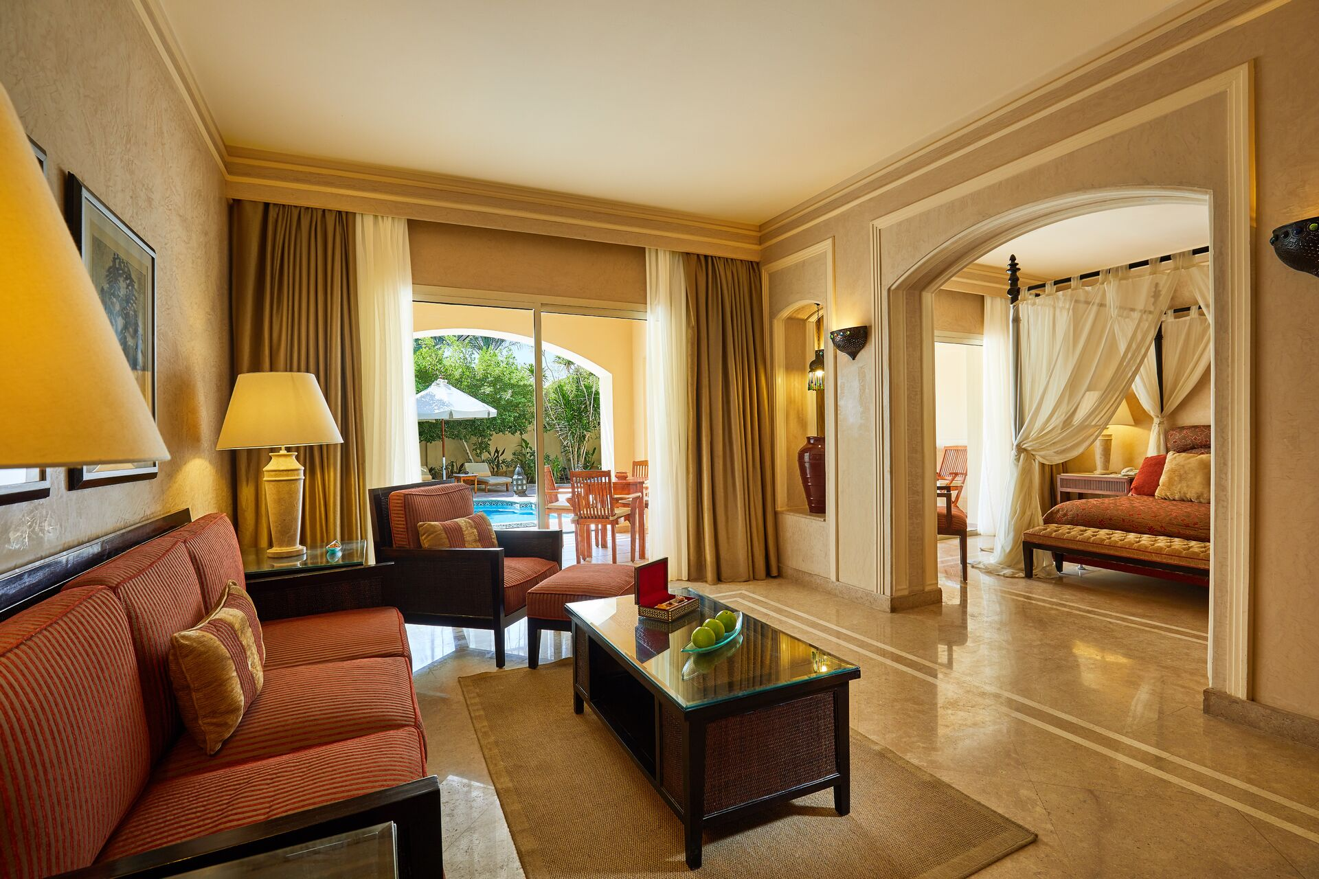 https://cms.satur.sk/data/imgs/tour_image/orig/royal-suite-with-private-pool-2-020118-1947558.jpg