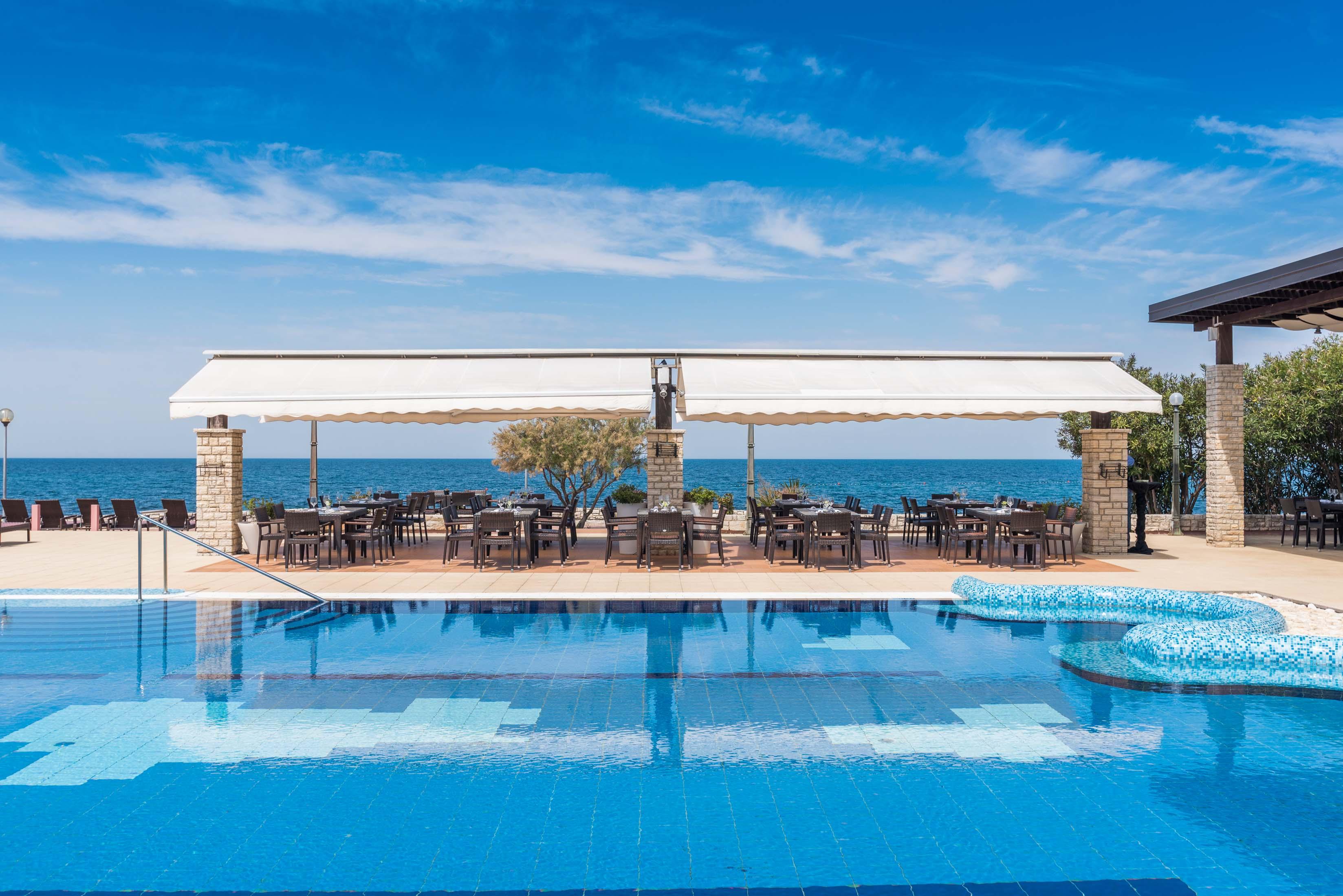 https://cms.satur.sk/data/imgs/tour_image/orig/stella-maris-resort-2016-restaurants-o-grille_-3-1-1800584.jpg