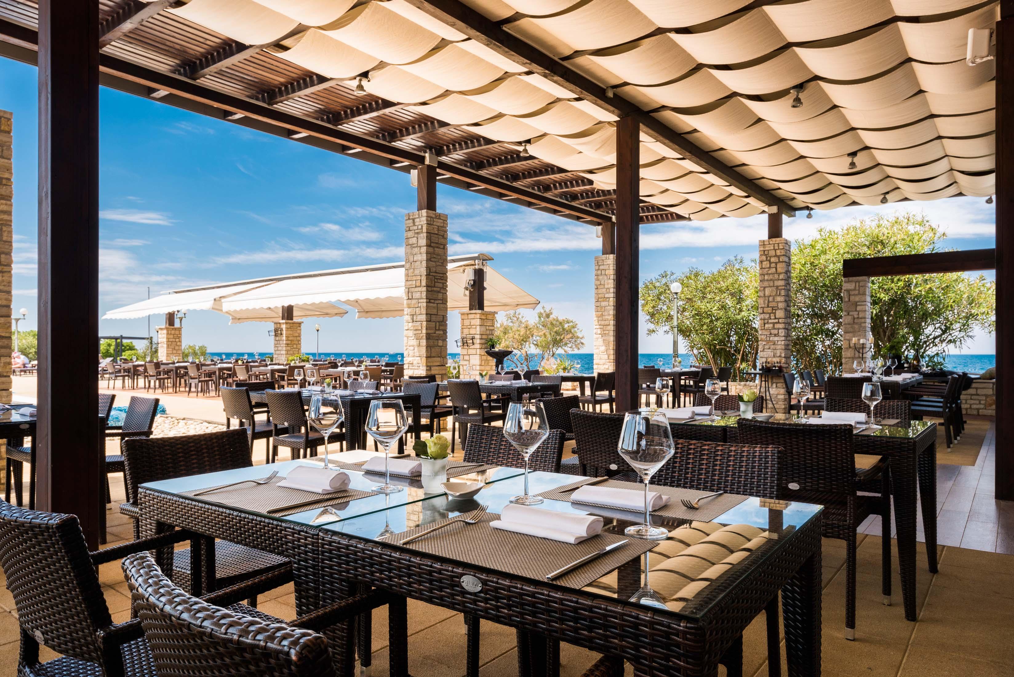 https://cms.satur.sk/data/imgs/tour_image/orig/stella-maris-resort-2016-restaurants-o-grille_-5-1800585.jpg