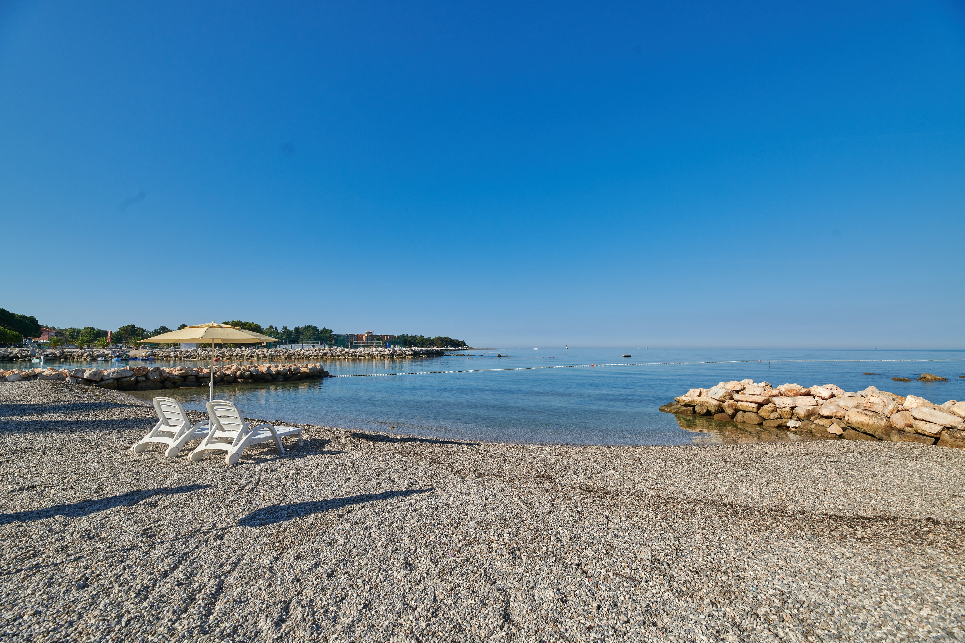 https://cms.satur.sk/data/imgs/tour_image/orig/stella_maris_resort_plava_laguna_2020_villas_beach_-resized-1800583.jpg