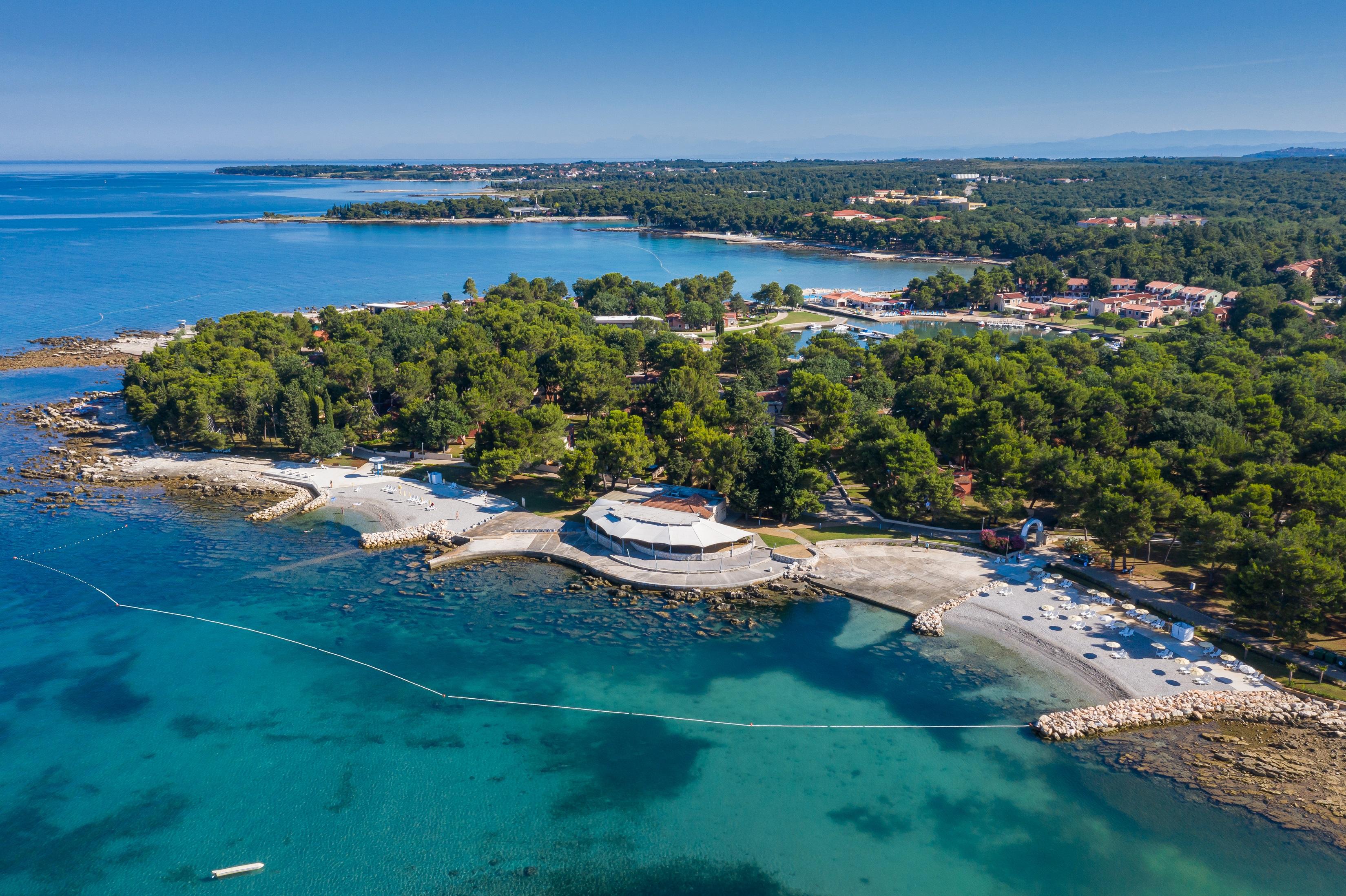 https://cms.satur.sk/data/imgs/tour_image/orig/stella_maris_resort_plava_laguna_2020_villas_beach_resized-1800582.jpg