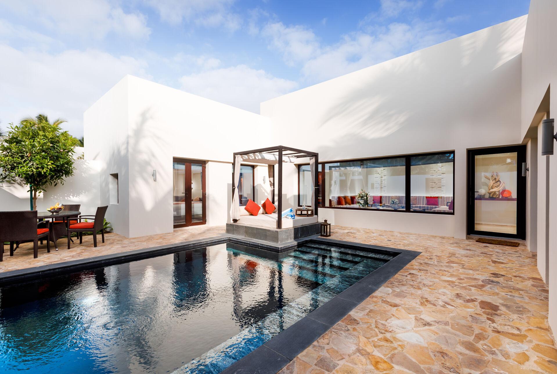 https://cms.satur.sk/data/imgs/tour_image/orig/two-bedroom-garden-view-pool-villa-ext-1939941.jpg